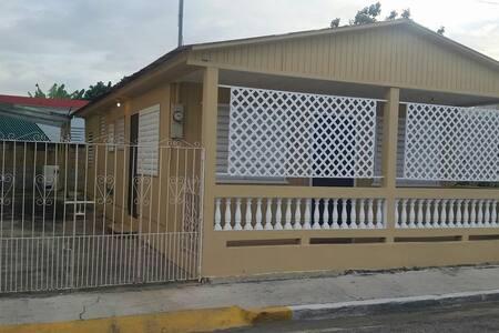 Hermosa historica casita de pueblo. - Guanica