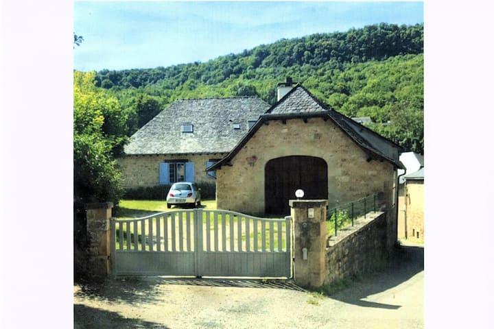 Grande maison à Salles la source (Aveyron)