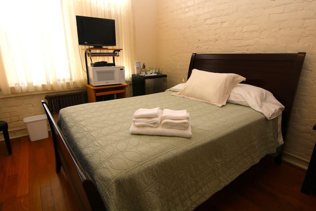 Bed, Microwave, & Smart TV