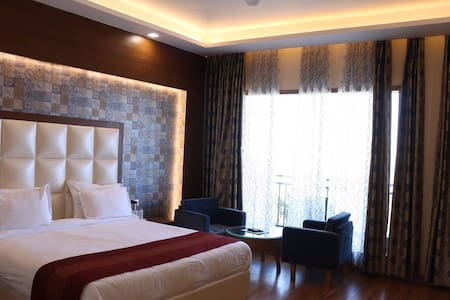 Retreat in the hills of Himalaya - Chail - Boutique-hotell
