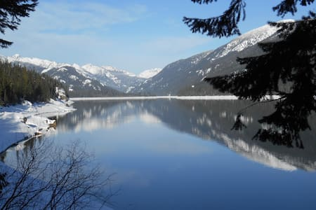Waterfront home 60 min from Seattle - Lake Kachess - 이스턴(Easton)