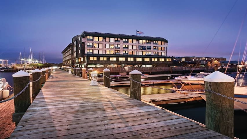 Wyndham Inn on Long Wharf Ocean View!