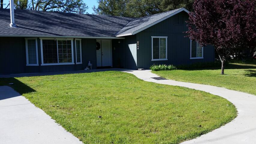 Yosemite/Bass Lake Get Away, Cozy Home on 7 acre - Oakhurst - Huis