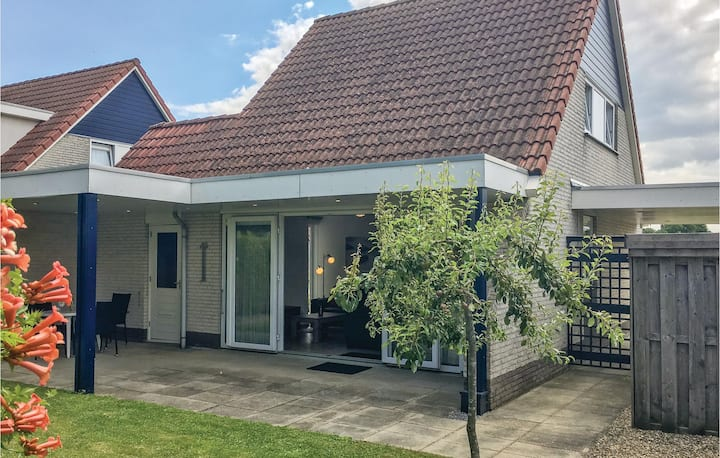 Holiday cottage with 2 bedrooms on 80m² in Stevensweert