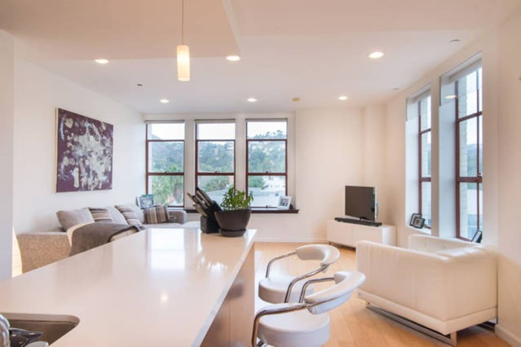 Open concept living-dining area with views on the Hollywood Sign and Walk of Fame