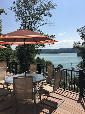 Breathtaking lakeview home w/ covered boat slip - LaFollette - Dům