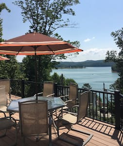 Breathtaking lakeview home w/ covered boat slip - LaFollette - 独立屋