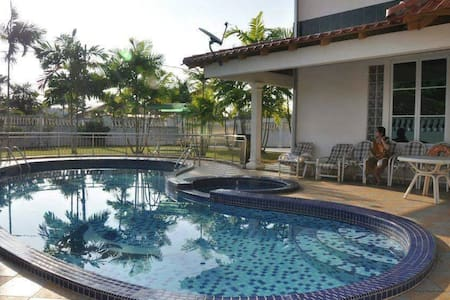 Spacious Family 5BR 16PAX Beach Bungalow with Pool