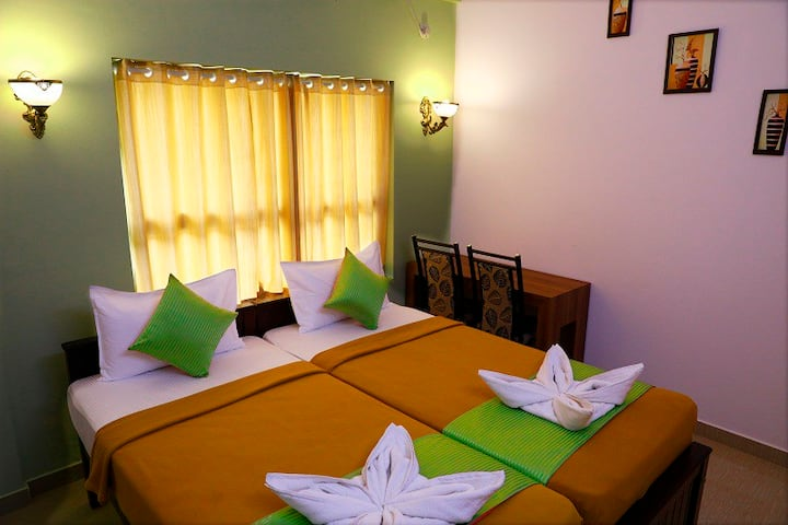 HISHAM RESIDENCY-Cochin (Calm & Comfortable Stay)