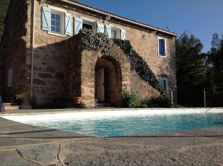 Authentique bergerie du XIXème, piscine privative