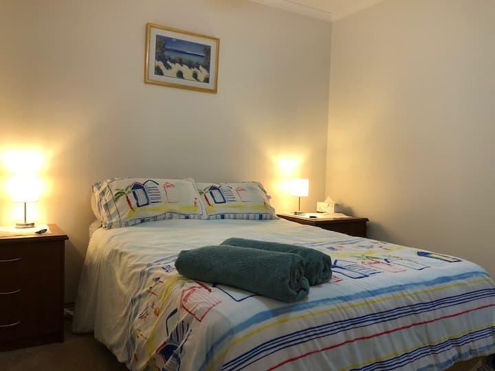 Queen bed. Brian & J9 @ Surfside