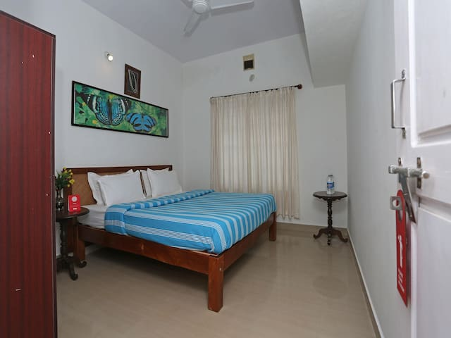 OYO - Discounted! Hill-View 2BHK Vacation Rental in Coorg