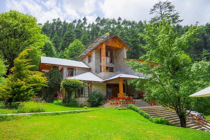 Duffdun House 7BHK Villa+Breakfast+Views @Manali