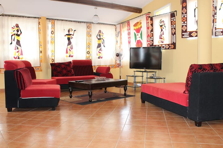 Huge 2 bedroom apartment with all hotel services - Bujumbura - Appartamento