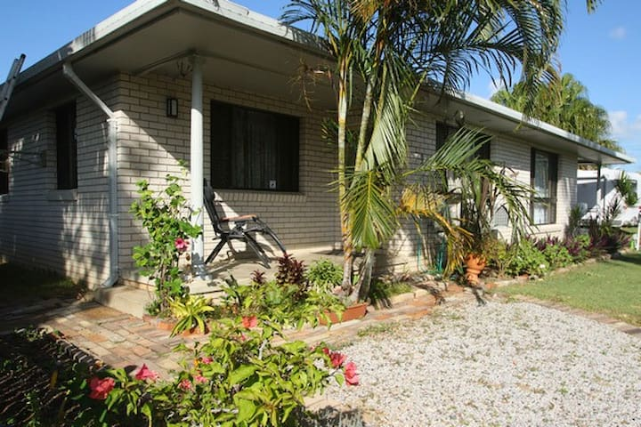 Quiet retreat on the Coast of Great Barrier Reef - Kinka Beach - Apartment