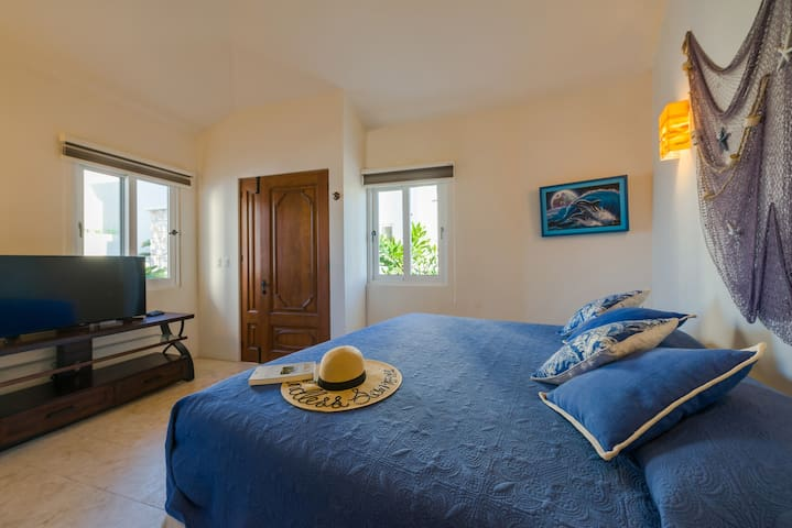 Private bungalow + independent entrance  + king size bed + TV + A/C + full bathroom + marine decoration