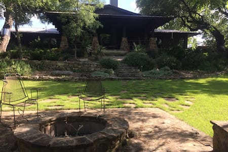 Creekside Craftsman Home Wimberley - Bed & Breakfast