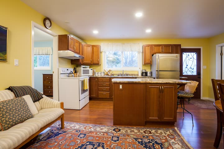 Newly renovated 2BD with Parking