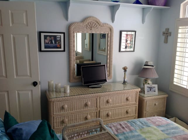 Orange County, Southern  CA Bed And Breakfast!