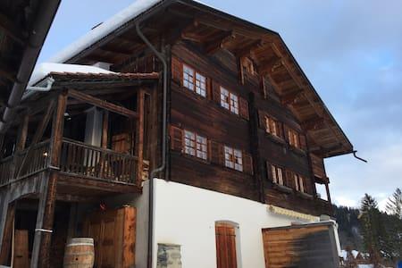 Romantisches Walserhaus in Saas i. P. (Nähe Davos)