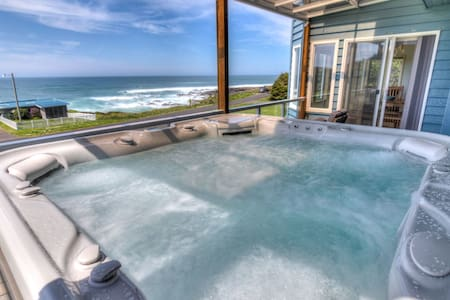 Amazing Ocean Views in Yachats! Modern Decor! Dog Friendly!