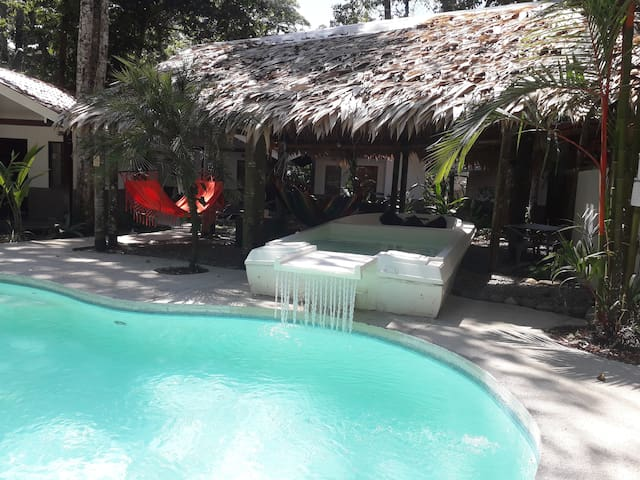 Luxury Lodge in the Jungle next to Cocles Beach!