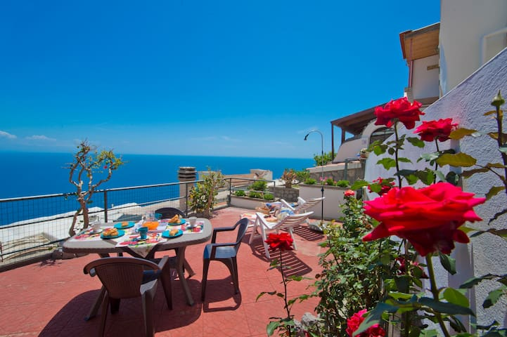 "Casa""bona"" holiday in the heart of the AmalfiCoast - Conca dei Marini - House"