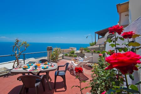 "Casa""bona"" holiday in the heart of the AmalfiCoast - Conca dei Marini"