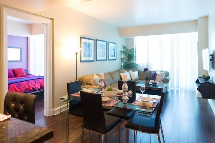 2Bd-High-Rise Suite on THE STRIP!!! IB