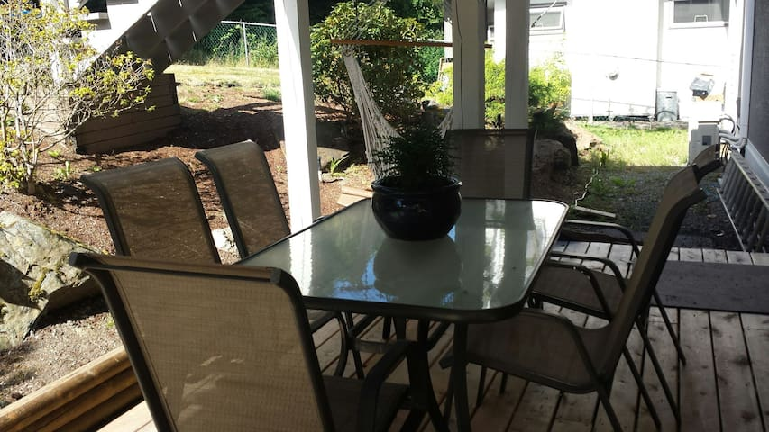 A covered patio perfect to enjoy morning coffee, breakfast, lunch.   Enjoy the end of the evening with ambient patio lighting.