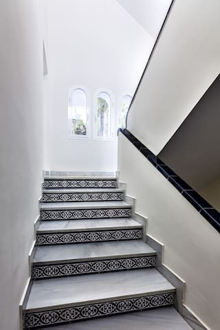 Staircase to bedroom 1, 4 and 5
