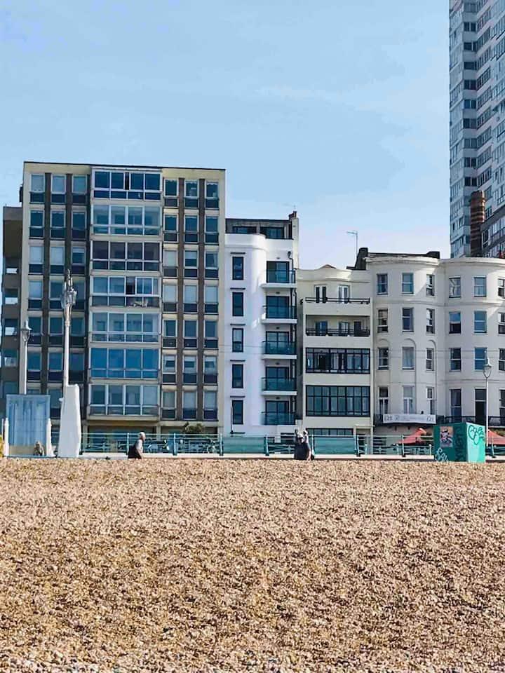 West Pier Seaside Apartment-Walk Everywhere
