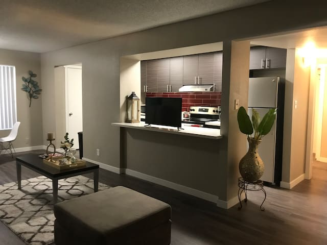 3MIN UBER TO THE $TRIP!! 2BR/2BA POOL,SPA & WiFi!!
