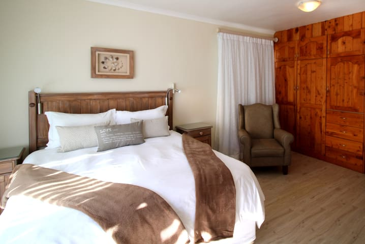 Baywatch Guest House - The Nautilus Room