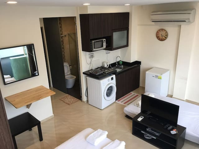 Cozy Studio Centrally Located Near to Mrt