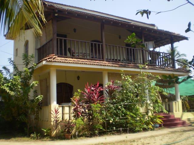 Casa Flora Villa, Morjim. - Goa - Casa