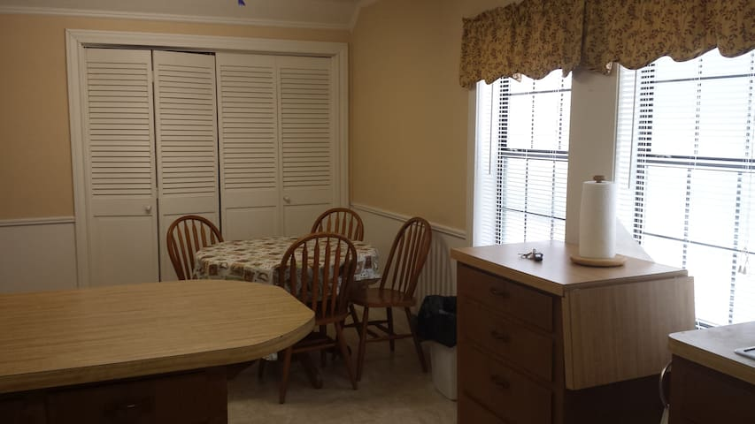 Quiet private upstairs apartment - Silsbee - Flat