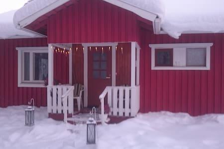 Little Red House - Kolari - Casa