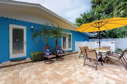 Dog friendly oasis with heated private pool and very close to the beach