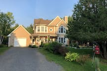 Sunset at BBSAFFRON beautiful Mont Tremblant Family Villa. Up to 9 guests to 4-5 bedrooms, Close to Ski Station and downtown, Close to cross country and bike Trail, close to lakes and swimming pool, Fully equipped family villa, Super clean