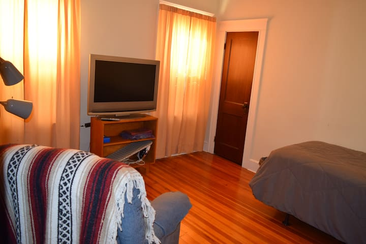 Room, private entrance 2 blocks from PC - Providence - Daire