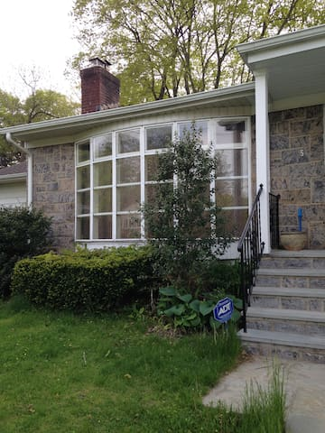 Spacious House - White Plains - House