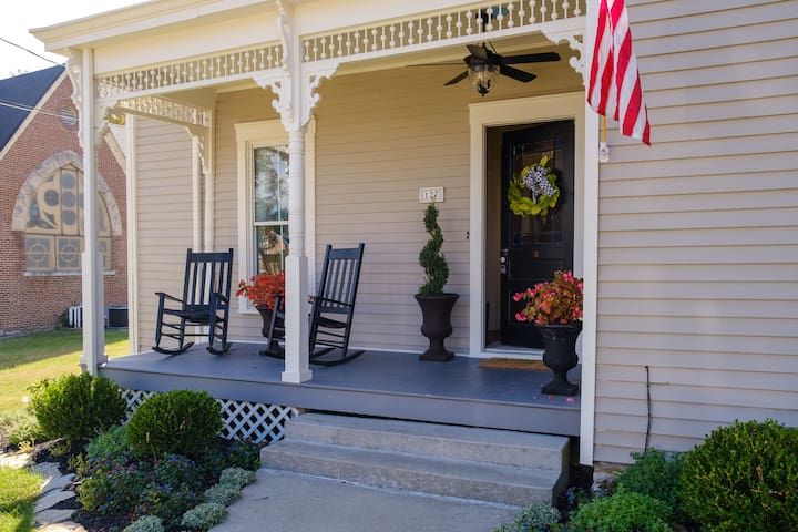 The Midway Cottage , lovely 1901 renovated  home