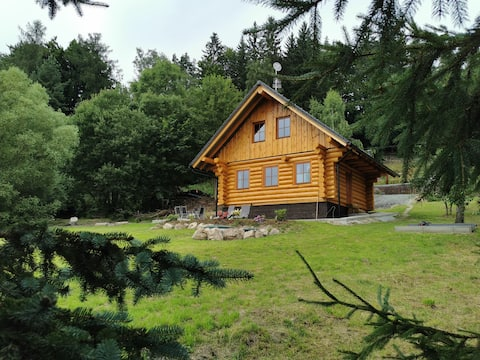 Beautiful wooden cottage in the mountains for 8per