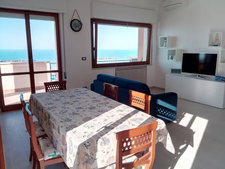 Appartamento vista mare a pochi metri da spiaggia