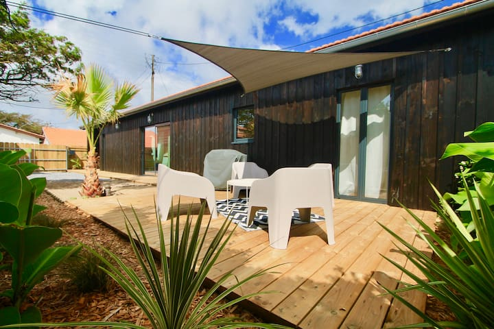 New wooden house 100m to the beach