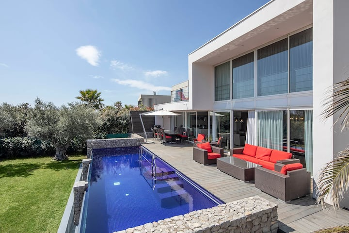 BEACHFRONT LUXURY VILLA selected by TF1 television