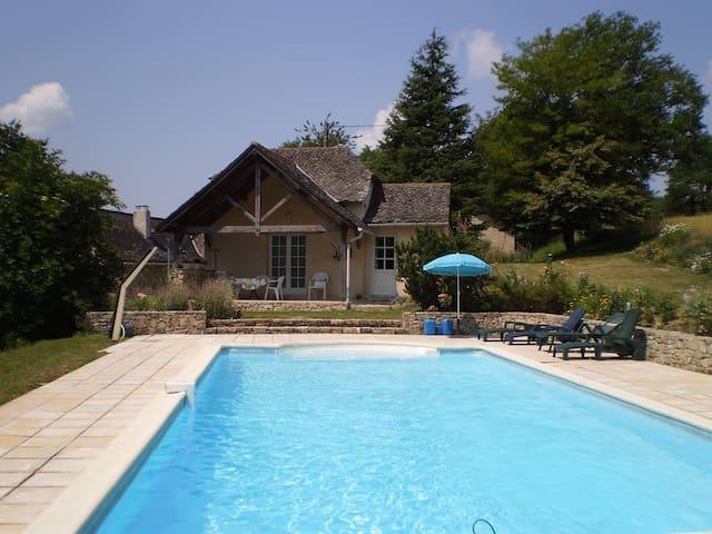 Maison au calme avec piscine privée
