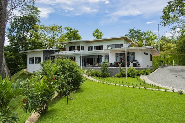 Costa Rica, Dominical Luxury Home Low rates !