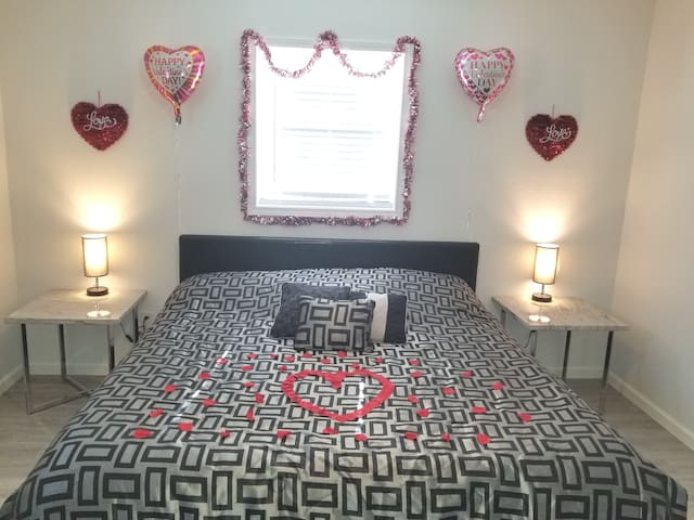 King Size Bed ready for my guests on Valentine's Day! I decorate the house and leave it romantic for your stay!